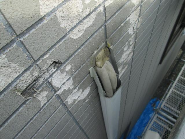 吸排気口の外側には室内気が漏れないようにキチンとパテが施行されている。