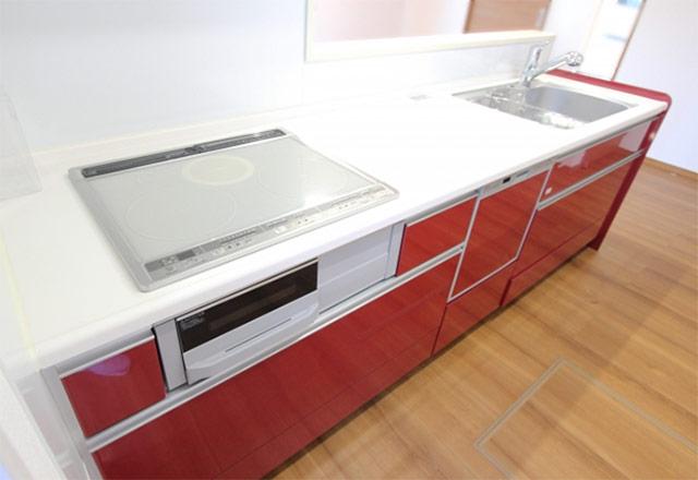 赤色のキッチン